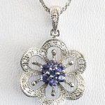 Mặt dây đá sapphire hình bông hoa