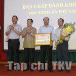 Đảng bộ Tập đoàn đón nhận bằng khen của Thủ tướng Chính phủ